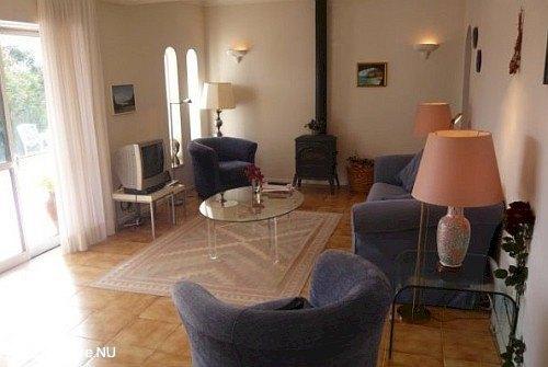 De lounge van Vila Maria waar het goed vertoeven is.