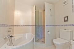 De en-suite badkamer van Vila Maria.