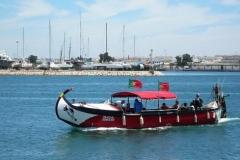 Als u over Arade rivier wilt zult u deze boot zeker tegenkomen.
